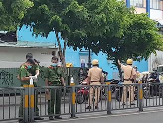 Vụ tài xế xe ôm bị sát hại ở TP.HCM: 'Mọi người theo dõi rất đông, nạn nhân đưa tay kêu cứu nhưng không ai dám đưa đi bệnh viện'