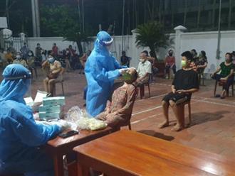 Mẹ và con trai mới sinh bị sốt nên xin đi test nhanh, kết quả dương tính với SARS-CoV-2