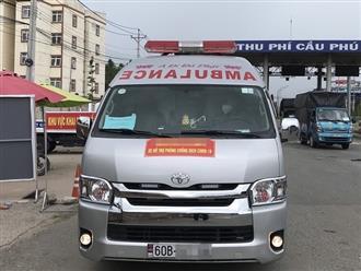 Xe cứu thương 'biển số trắng' bật còi ưu tiên đòi thông chốt kiểm dịch từ TP.HCM về Bình Dương