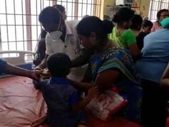 17 trẻ em bị nôn, ngất xỉu và phải nhập viện vì một con thằn lằn chết?