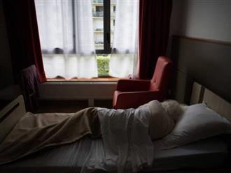 Đang ngủ một mình ở nhà, cụ bà 71 tuổi bị người hàng xóm 17 tuổi tấn công tình dục