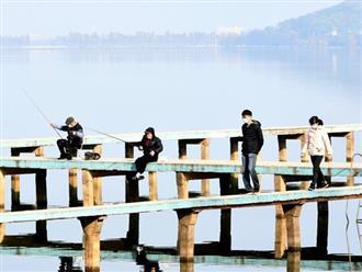 Khung cảnh bình yên đến kỳ lạ của người Trung Quốc giữa thời dịch bệnh