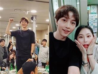 Song Joong Ki cười tươi trước khi đệ đơn ly hôn Song Hye Kyo