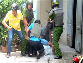 2 người phụ nữ chửi bới, dùng tay bóp cổ phó trưởng công an xã