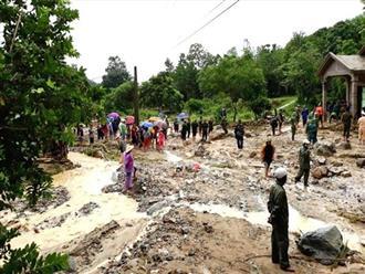 Xót xa 300 người bới bùn tìm kiếm 2 nạn nhân bị lũ quét cuốn trôi