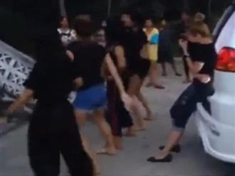 Clip 4 cô gái nhảy múa gợi cảm trong đám tang bạn gây tranh cãi