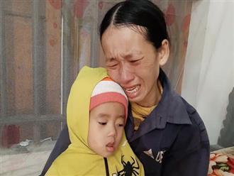 4 đứa con sinh ra đều lần lượt chết yểu, người mẹ đau đớn chắp tay khẩn cầu cộng đồng cứu lấy đứa con còn lại
