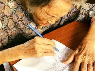 Bà cụ ngồi vẽ 1.000 trái tim mừng sinh nhật người chồng đã mất 8 năm khiến nhiều bạn trẻ xúc động