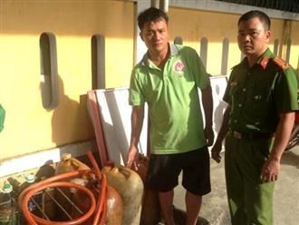 Bắt 3 người đàn ông trộm hàng trăm lít dầu