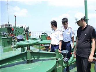 Bắt giữ tàu chở 1 triệu lít xăng không rõ nguồn gốc