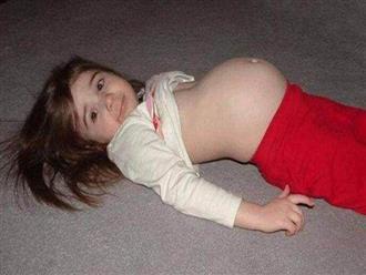 Bé gái 9 tuổi kêu đau bụng, bác sĩ nói: Có một đứa trẻ ở trong