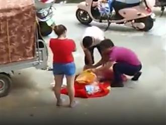 Clip bé gái bị cha ruột trùm túi ni lông vào đầu rồi đánh đập gây phẫn nộ