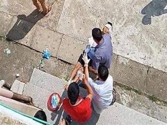 Bắc Giang: Bé trai 10 tuổi bị bác ruột chém đứt lìa 2 tay khi đang ở trong phòng một mình