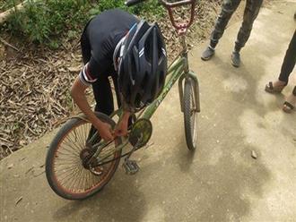 Bé trai 13 tuổi đạp xe không phanh vượt hơn 100km từ Sơn La xuống Hà Nội thăm em bị ốm được tặng xe đạp mới
