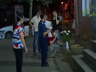 Thương tâm: Bé trai 3 tuổi rơi từ nhà vệ sinh tầng 6 xuống đất tử vong