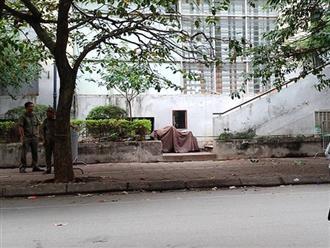 Bé trai 5 tuổi rơi từ tầng 7 chung cư xuống đất: Người dân nghĩ có người vứt rác nhưng không ngờ là một đứa trẻ