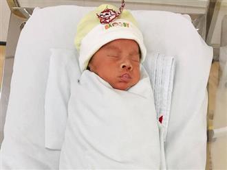 Bé trai sinh thiếu tháng bị bỏ rơi khi mới 1 ngày tuổi trong bệnh viện: Rất ngoan ngoãn dù thiếu tình thương của mẹ