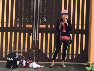 Thấy Bella bỏ con nằm lăn lóc dưới đất đứng hút thuốc bên đường, dân mạng thảng thốt: 'Đứa trẻ cũng là người, sao nỡ đối xử như vậy'