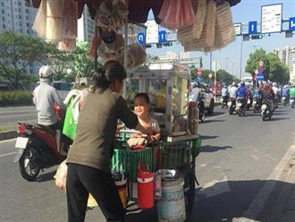 Đứng đợi 10 phút được trả lại bằng nụ cười hòa trong nắng mai - bức ảnh dễ thương trong một buổi sáng của người Sài Gòn sòng phẳng