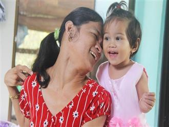 """Cái Tết thứ 2 của """"người mẹ điên"""" ở Trà Vinh: Hạnh phúc và tràn ngập tiếng cười khi con gái cất tiếng gọi mẹ"""