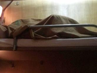 Cặp đôi 'âu yếm' đến cong giường trên tàu hỏa khiến hành khách hoang mang