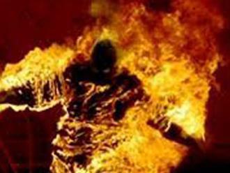 Cặp nam nữ bốc cháy trong phòng trọ khóa trái cửa