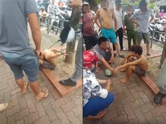 Xôn xao hình ảnh cậu bé đánh giày cởi trần bị trói chân tay vào gốc cây
