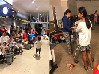 Câu chuyện ấm lòng đêm mưa bão: TTTM ở Sài Gòn phát chăn mền, thức ăn nước uống miễn phí hỗ trợ những người dân không thể về nhà