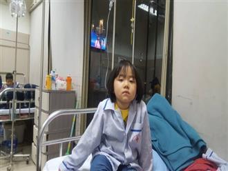 """Câu hỏi nhói lòng của bé gái 6 tuổi mắc bệnh ung thư máu: """"Không vay được tiền, con sẽ chết phải không mẹ?"""""""