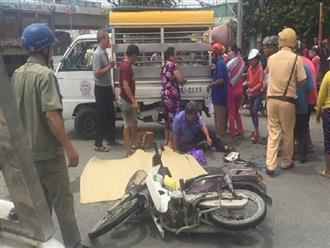 Con trai bị xe ben tông chết, cha ôm thi thể gào khóc giữa đường khiến nhiều người rơi nước mắt