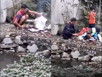 Tiếng khóc xé lòng của bé trai chứng kiến cảnh cha ruột mang sách vở, quần áo của mình ra đốt sạch