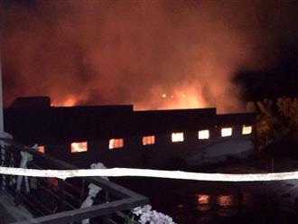 Cháy nhà máy dệt ở Tiền Giang, xe cứu hỏa Long An phải chi viện