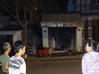 Cháy tiệm tóc, 2 người chết: Chồng đánh vợ bằng búa, khóa chặt cửa