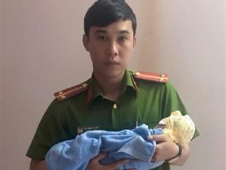 Chiến sĩ công an ủ ấm, chăm sóc bé sơ sinh chưa rụng dây rốn