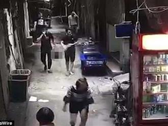Chồng giết vợ rồi ung dung mang đầu nạn nhân đi nghênh ngang ngoài phố