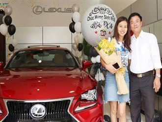 Chồng tâm lý tặng vợ xe hơi Lexus nhân ngày sinh nhật, đã thế còn trang trí bóng bay lãng mạn khiến nhiều người ngưỡng mộ