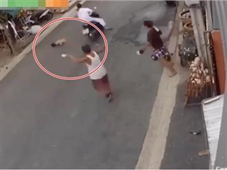 Clip bé trai bị xe máy tông văng gần chục mét gây tranh cãi