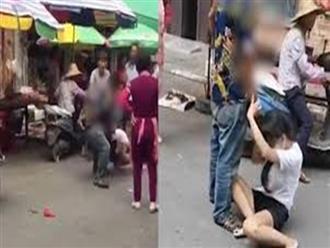 Clip chồng tung 'liên hoàn cước', bế vợ ném giữa đường mặc nạn nhân khóc lóc, người xung quanh chỉ đứng yên quay phim