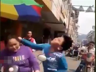 Clip con đánh mẹ tới tấp: Hậu quả của việc nuông chiều quá đà