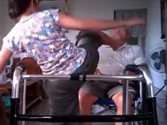 Clip người giúp việc dùng chân lau miệng cho cụ ông khiến cộng đồng mạng căm phẫn