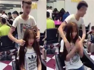 Clip thợ hớt tóc nam sàm sỡ vòng 1 của khách nữ rồi bỏ chạy gây tranh cãi