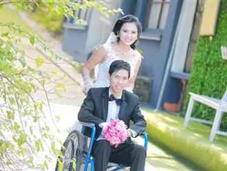 Cô dâu xinh đẹp đẩy xe lăn cho chồng trong đám cưới ở Bắc Giang