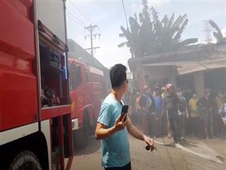 Công ty gỗ ở Bình Dương cháy dữ dội, nhiều người đến sát hiện trường... live stream dưới dòng điện cao thế