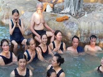 Cụ ông 92 tuổi bao vợ cùng 16 người con đi Đà Lạt - Nha Trang, các cháu chỉ được ở nhà hóng ảnh