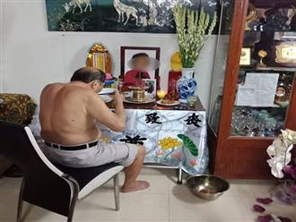 Câu chuyện tình cảm xúc động về cụ ông ngày ngày ngồi bên di ảnh vợ ăn cơm