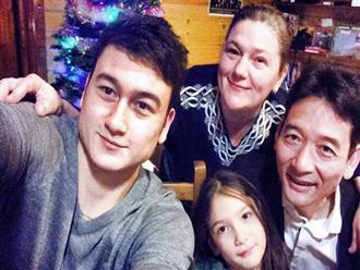 Cuộc sống bình dị của người bố nghệ sĩ và người mẹ Nga của 'siêu phẩm thủ thành' Đặng Văn Lâm