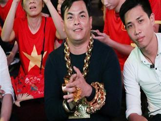 Đại gia đeo 13kg vàng cổ vũ tuyển Việt Nam hé lộ việc giàu có sau 1 đêm, bị bác sĩ chửi tâm thần