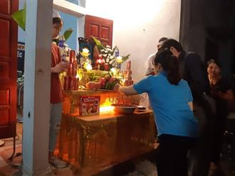 Dân làng đẫm nước mắt khóc thương 8 em học sinh chết đuối, dọc con phố nhỏ có đến 7 đám tang
