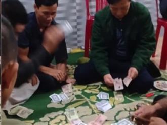 Đình chỉ công tác chủ tịch xã đánh bạc trong mùa dịch Covid-19