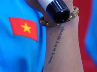 Xúc động dòng chữ được xăm trên cổ tay của tiền vệ Quang Hải